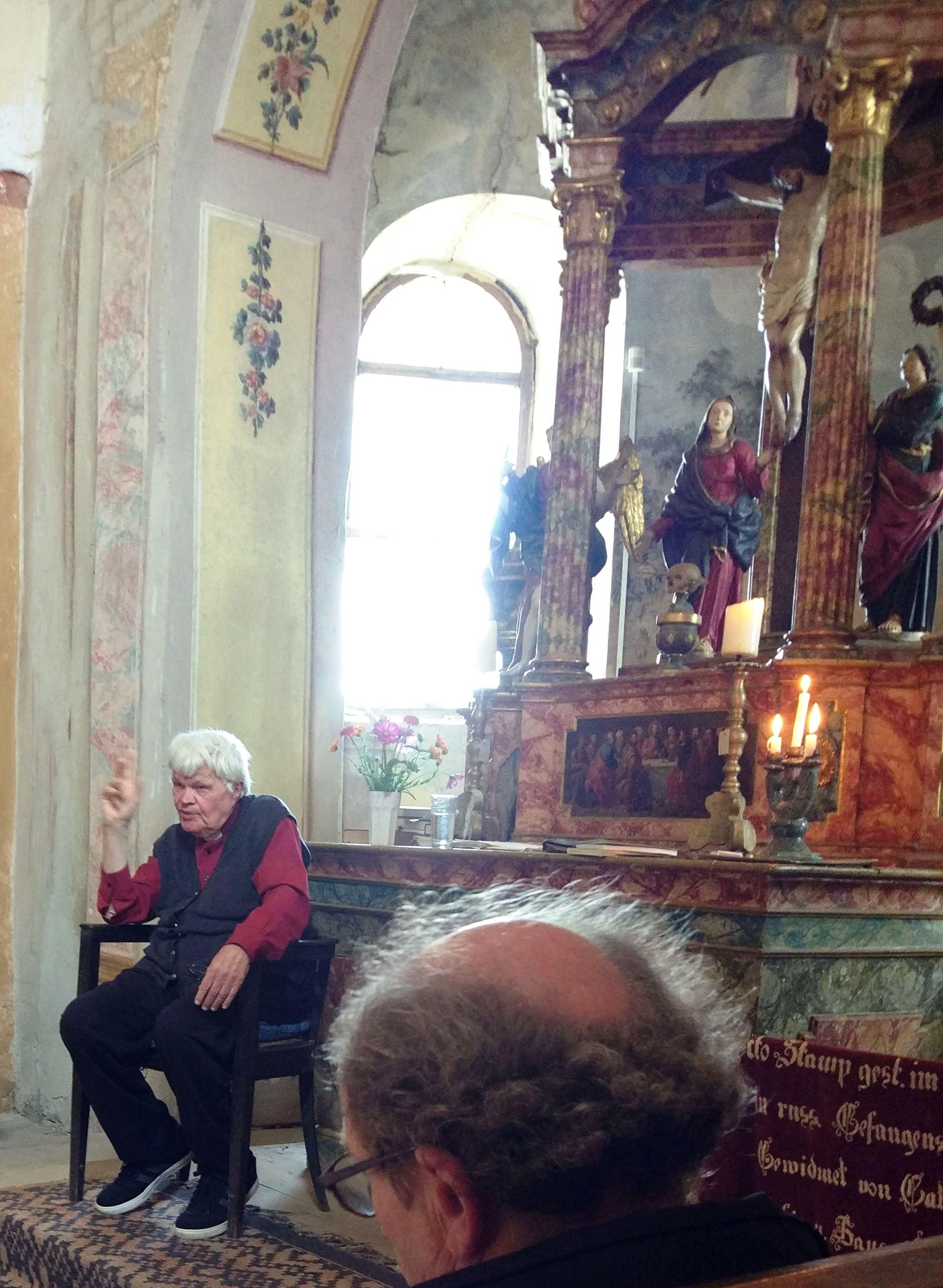E. Schlattner in seiner Kirche